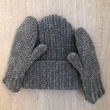 Комплект из велюровых шапки и варежек ручной работы темно-серого цвета