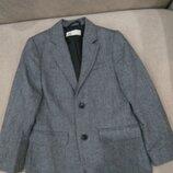 5-7 л.Продам новый ,фирменный H&M,красивый пиджак,шерсть.