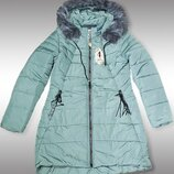 По знижці зимова жіноча куртка, капюшон відстібується