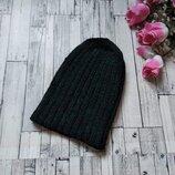 Вязаная черная шапка на девочку ручная работа