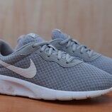 Женские серые беговые кроссовки Nike Tanjun, найк, 38 размер. Оригинал