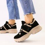 Женские черные замшевые кроссовки с вставками пудровой кожи