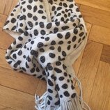Стильный ,теплый шарф от george