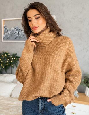 Женский объемный свитер oversize Удлинённый оверсайз свитер с горлом карамельного цвета