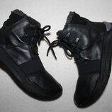 Ботинки термо фирмы Ecco 35 размера по стельке 22,5-23 см. вся стелька с загибом 23,5 см.