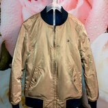 Классная двусторонняя куртка-бомбер Tommy Hilfiger ,рост 128 см 8 лет .