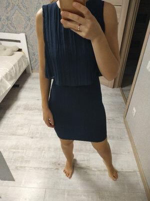 Красивое вечернее платье по фигуре с плиссированным верхом