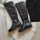 Черные высокие кожаные зимние сапоги ботфорты с мехом на низком ходу каблуке Италия