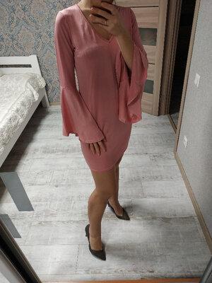 Большой выбор платьев - актуальное нежно-розовое платье с воланами на рукавах