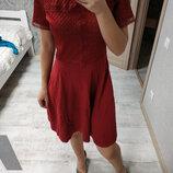 Большой выбор платьев - шикарное бордовое платье миди с ажурным верхом и юбкой солнце