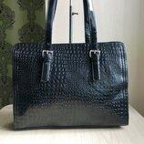 Модельная Красивая деловая лаковая сумка под крокодила-Черная