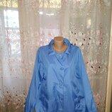 Красивая голубая брендовая ветровка