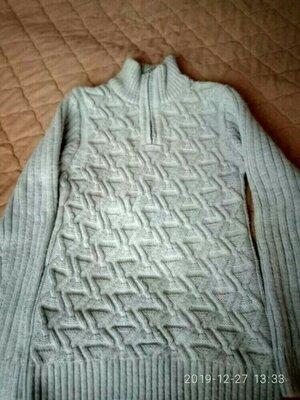 Классный полушерстяной свитер теплый