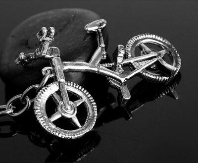 новый добротный очень классный двухсторонний большой брелок велосипед винтаж