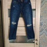 Актуальные укороченные джинсы прямого кроя необработанный низ