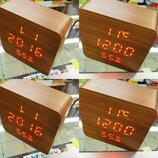 Настольные часы под дерево впишутся в дизайн мебели с температурой влажностью
