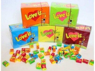 Блок жвачки Лове ис Love is