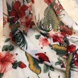 Красивый шарф в цветы Avon