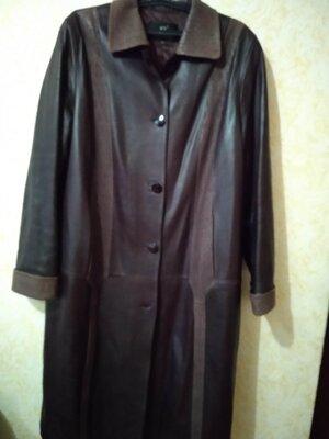 Пальто кожаное женское прямого силуэта батал темная вишня