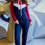 Спортивный костюм трехцвет. Размеры 42,44,46.