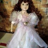 Винтажная фарфоровая старинная кукла с рыжими локонами в шляпке