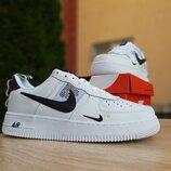 Женские кроссовки Nike Air Force 1 Mid LV8 белые