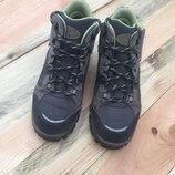 Фирменные трекинговые ботинки quechua на мембране novadry