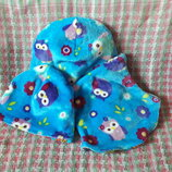 Яркая демисезонная шапка и манишка с совушками для девочек сестричек