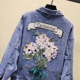 Очень модная джинсовая куртка с вышивкой на спине