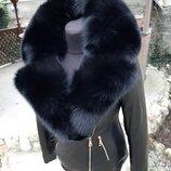 Куртка из натуральной кожи и английским воротником из натурального меха песца