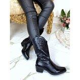 Женские черные ботинки казаки