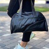 Черная базовая сумка из эко-кожи