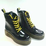 Демисезонные ботиночки под. Dr. Martins.