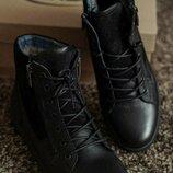 Качественные стильные модные молодежные спортивные ботинки на меху зимние кроссовки