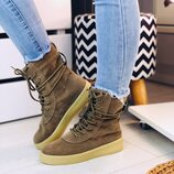 Женские высокие бежевые замшевые ботинки на шнурках