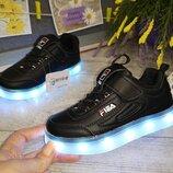 Всеми любимые кроссовки Fila . Очень крутые LED -кроссовки с подзарядкой от USB