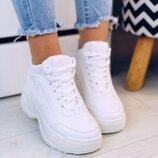 Кроссовки белые массивные