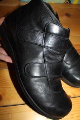 42 разм. Ботинки Helvesko. Кожа на очень широкую ножку Длина по внутренней стельке - 28 см.,