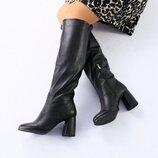 Женские черные зимние сапоги на каблуке 5632е