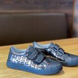 Кожаные удобные туфли на липучке для девочки