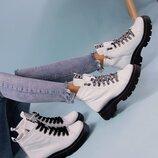 Женские белоснежные ботинки