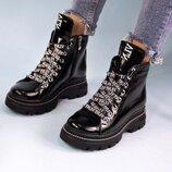 Женские ботиночки, 2 пары шнурков