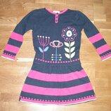 Трикотажное платье в хорошем состоянии.Тонкая вязка. Указан размер 3-4года.
