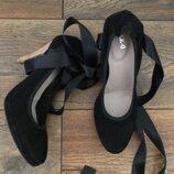 Новые натуральные туфли, растяжные мягкие и удобные