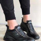 Стильные кожаные кроссовки