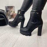 Женские демисезонные ботинки Турция кожаные