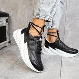 Женские кроссовки кожаные