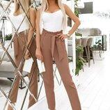 Красивые укороченные деловые брюки