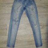 Рваные джинсы, джеггинсы, лосины