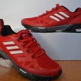 Легкие кроссовки Adidas.